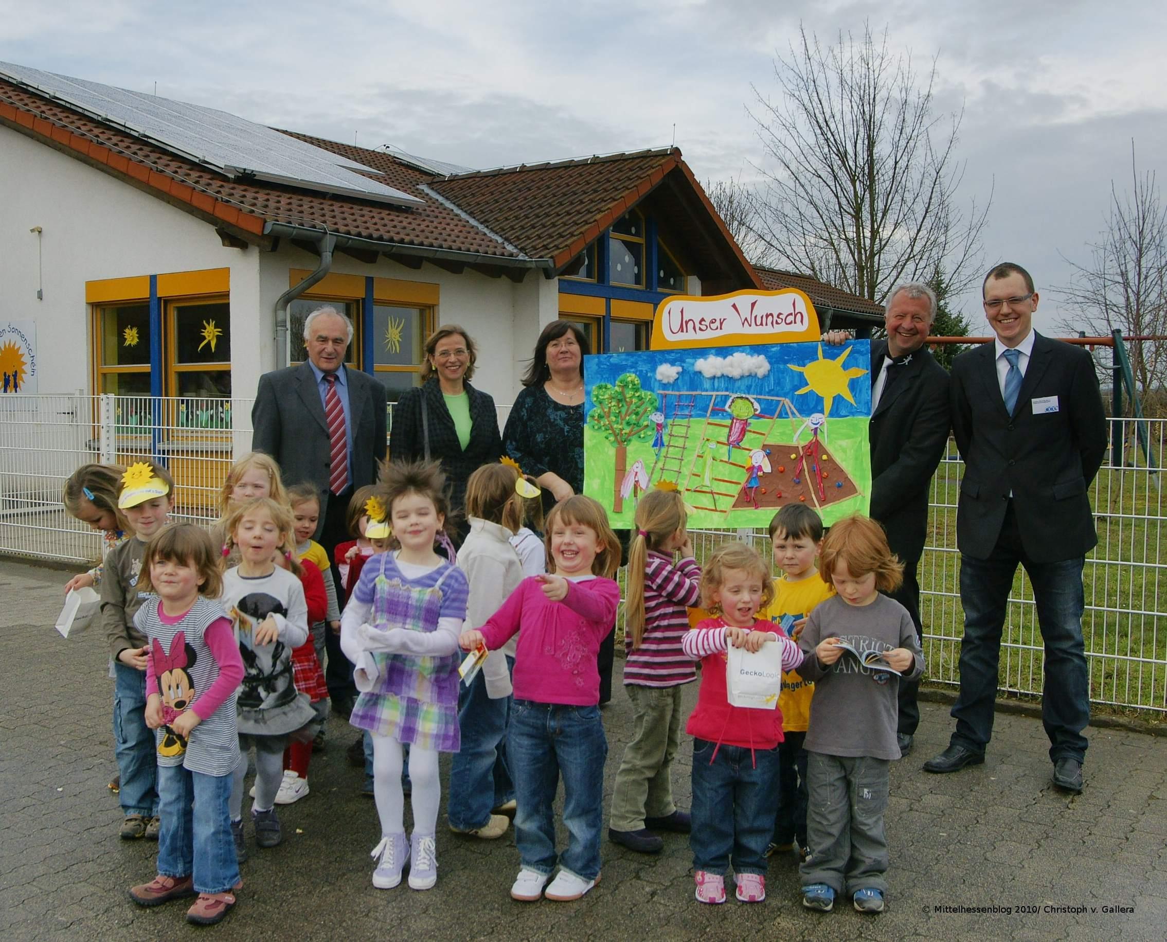 Sonne finanziert Kindergarten neues Spielgerät