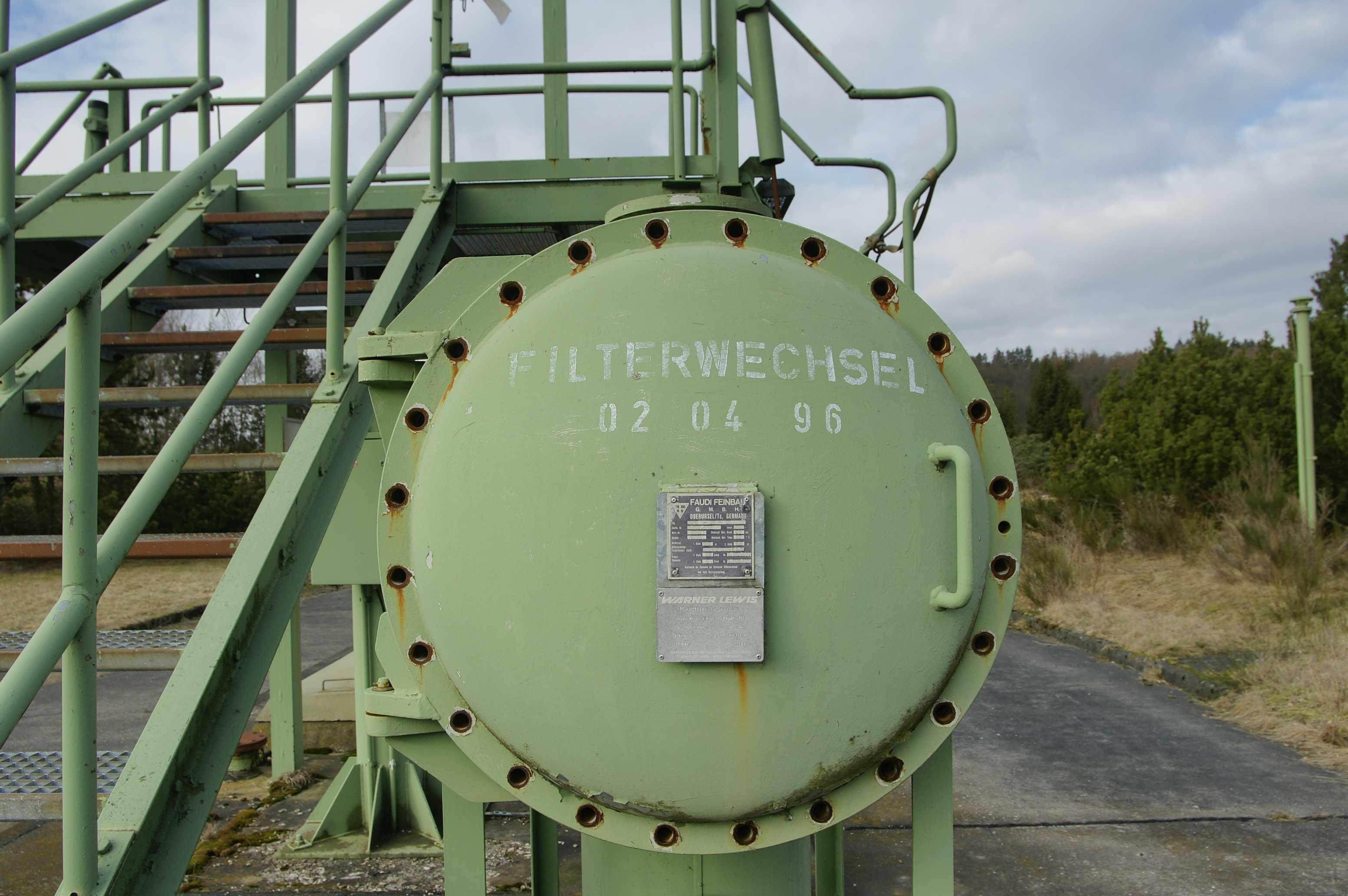 1996 wurden die Filter im Natotanklager Erda zuletzt überprüft. 2011 könnte dort ein Solarpark stehen. Bild: v. Gallera