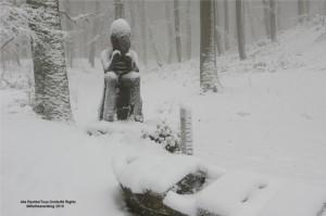 Winter 2008:  Im Schnee versunken: Der Celtic-Art-Rundweg, der den keltischen Ringwällen am Dünsberg folgt