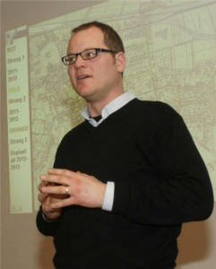 Thilo Finger erklärt die kaufmännische Seite der geplanten Bioenergiegenossenschaft Fronhausen