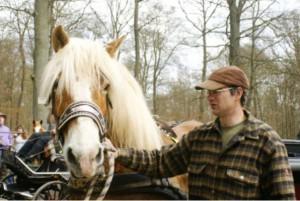 """Christian Landmesser aus Lollar: """"Holzrücken mache ich nur, wenn jemand privat fragt"""" — Treffen von Freizeitreitern eröffnet Streiflicht auf alte Forsttechnik"""