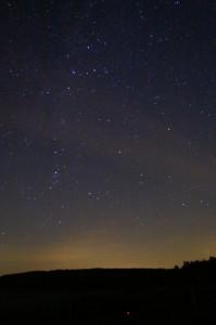 """Nachthimmel glüht über Mittelhessen — Polarlichter oder doch """"nur"""" Hintergrundleuchten aus den umliegenden Gemeinden?"""