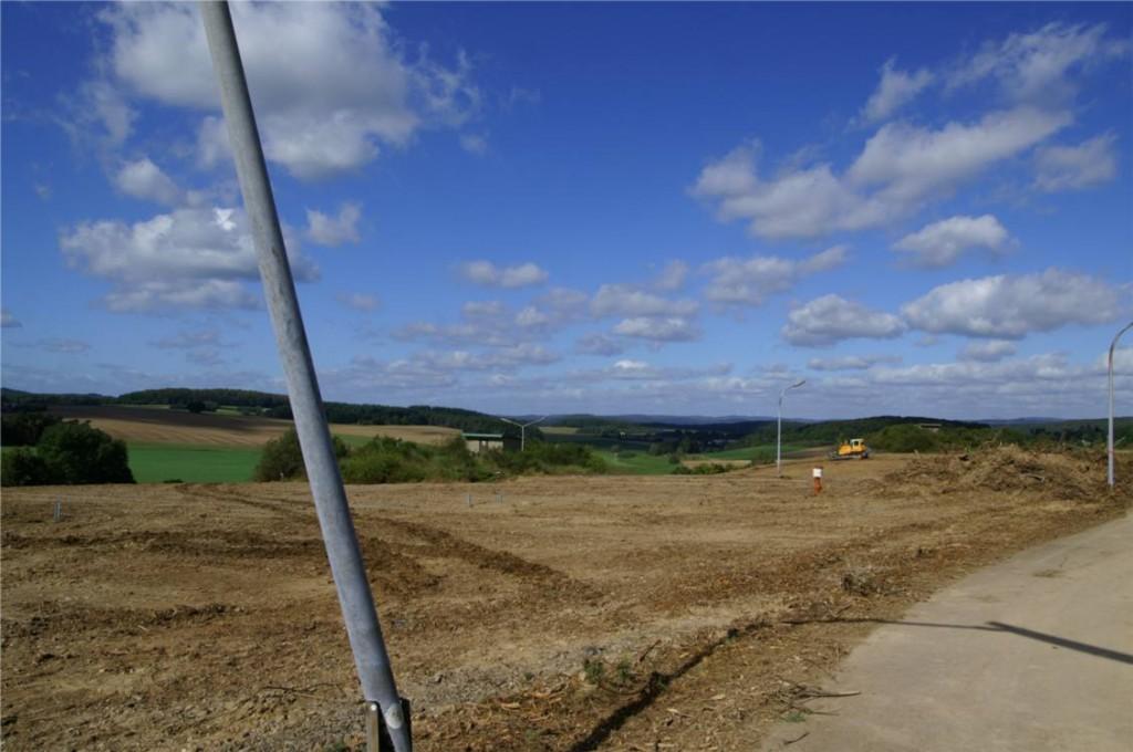 Auf acht Hektar sollen im ehemaligen Natotanklager bei Erda in Mittelhessen für 3,1 Millionen Kilowatt Sonnenstrom im Jahr erzeugt werden.