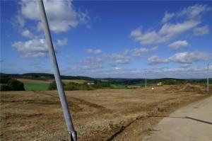 Solarpark Hohenahr im Natotanklager Erda soll am 1.1.2012 ans Netz gehen — Was geschieht mit den Gebäuden: Dokuzentrum für den Kalten Krieg und Erneuerbare Energien?