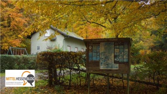 Von der Wetzlarer Straße führt der Weg am Schreckelsbach vorbei am Bergsee zur Hütte des Vogelschutzvereins Blasbach. Foto: v. Gallera