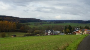 Der blockierte Grüne-Plan-Weg führt am Neubaugebiet Zum Scheidtfeld vorbei. Foto: v.Gallera