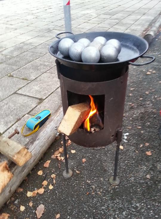 "Ein ""Boulegrill"" gegen kalte Boule-Kugeln im Winter"