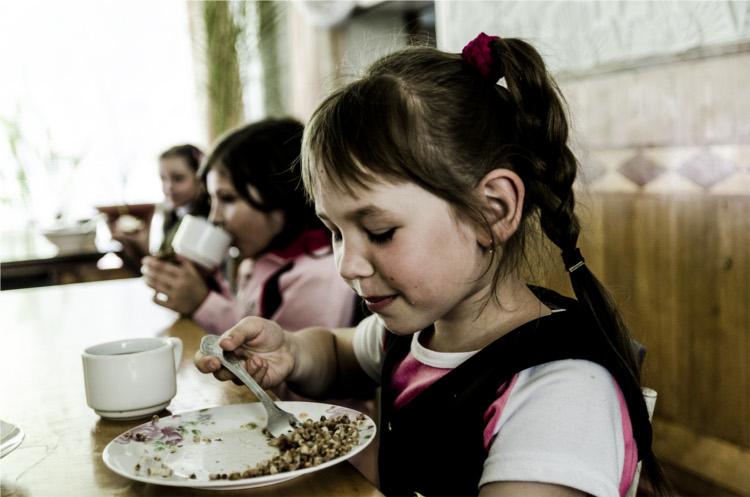 Unter den Folgen falscher Politik leiden am Ende die Menschen. Deswegen unterstützt das Mittelhessen die Aktion der Ukrainehilfe Breitscheid