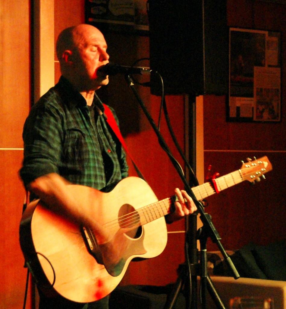"""""""Ich komme wieder"""": Der irische Singer-Songwriter  Kieran Halpin spielte in Braunfels in familiärer Clubatmosphäre."""