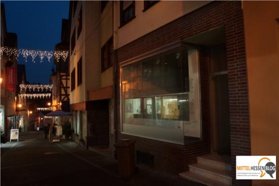 Der festliche Glanz des Weihnachtsschmucks in Weilburg hilft nur auf den ersten Blick über den Leerstand in der Innenstadt hinweg. Mit diversen Aktionen versuchen auch dort Künstler gegen die Verödung anzukämpfen. Bild: v. Gallera