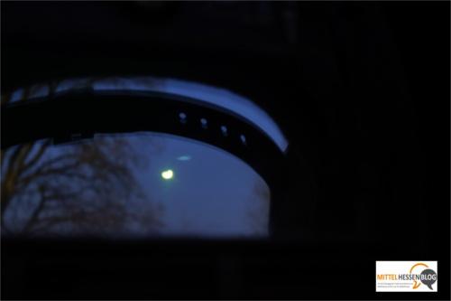 Der Blick durch die Schweißerbrille: Der Mond wandert gerade nach links an der Sonne vorbei. Foto: v. Gallera