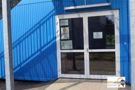 Auch in den Container, der das Lehrerzimmer und den Geschäftsbereich des Gießener Gymnasiums beherbergt, wurde eingebrochen. Foto: v. Gallera/Mittelhessenblog.de