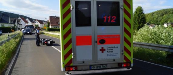 Rund 80 Meter vor dem Ortseingang von Fellingshausen verlor ein 54-jähriger die Kontrolle über seinen 850-cbm-Roller. Laut Polizei war Alkohol im Spiel. Bild: v. Gallera