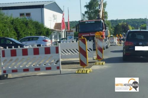 Der Abwasserzweckverband Lollar-Staufenberg hat vor wenigen Tagen mit Bauarbeiten im Auweg begonnen. Das kollidiert nun mit der aktuellen Situation Ecke Sand-/Rothweg. Foto: v. Gallera