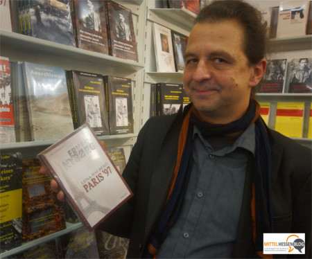Die Wurzeln seines Verlages liegen vorwiegend in Veröffentlichungen rund um das Thema Anarchie. Inzwischen gehören auch Romane wie der Polithriller Paris 97 zum Repertoire des mittelhessischen Verlags. Foto: v. Gallera