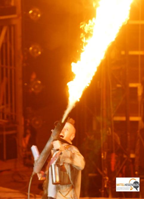 Brennt er auch richtig - Flammenwerfertest.....Foto: v. Gallera