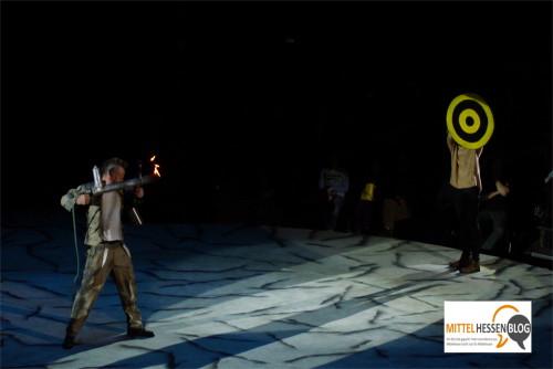 Der Master of Hellfire scheint ernst zu machen und will mit dem Flammenwerfer schießen.....Foto: v. Gallera