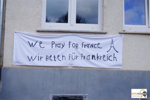 Ein schlichtes Laken mit einer schlichten, aber eingängigen Botschaft: Am ehemaligen Hotel Gladenbacher Hof.....Foto: v. Gallera