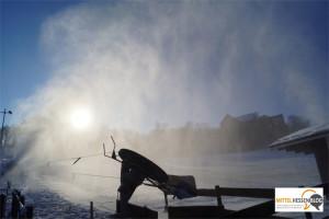 Rund 600 Mittelhessen am Schlossberglift in Hohensolms — Schneekanonen liefern zusätzlichen Schnee