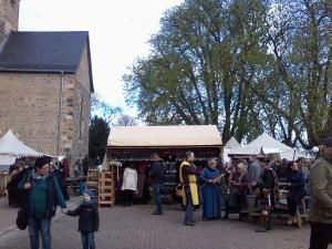 Mittelaltermarkt auf dem Gießener Kloster Schiffenberg — Walking Acts gingen unter