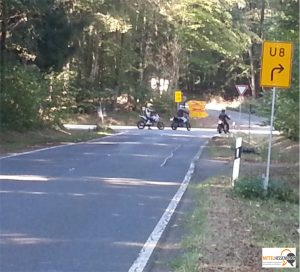"<span class=""dquo"">""</span>Hat die Polizei erlaubt"": Die Racing-Strecke  <span class=""caps"">B255</span>"