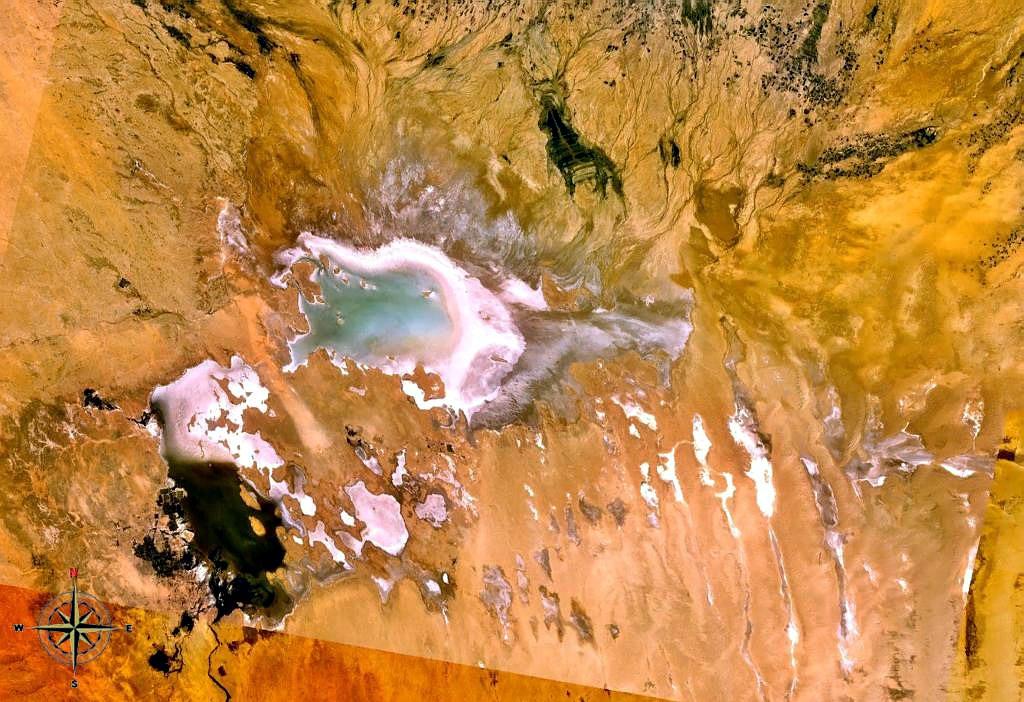 Im Vergleich zu diesem Wadi, eine Nasa-Luftaufnahme aus Algerien, wirkt der mittelhessische Wadi noch sehr grün..Foto: Nasa, Quelle: Wikipedia