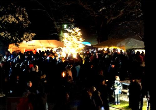 Bis zum Ende gegen 21 Uhr hatten rund 1000 Besucher den ersten Weihnachtsmarkt auf der Burg Hohensolms besucht. Bild: v. GalleraBis zum Ende gegen 21 Uhr hatten rund 1000 Besucher den ersten Weihnachtsmarkt auf der Burg Hohensolms besucht. Bild: v. Gallera
