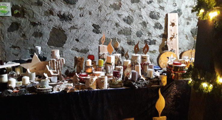 Zwei Frauen, eine  Idee und 1000 Besucher:  Erster Weihnachtsmarkt auf Burg Hohensolms